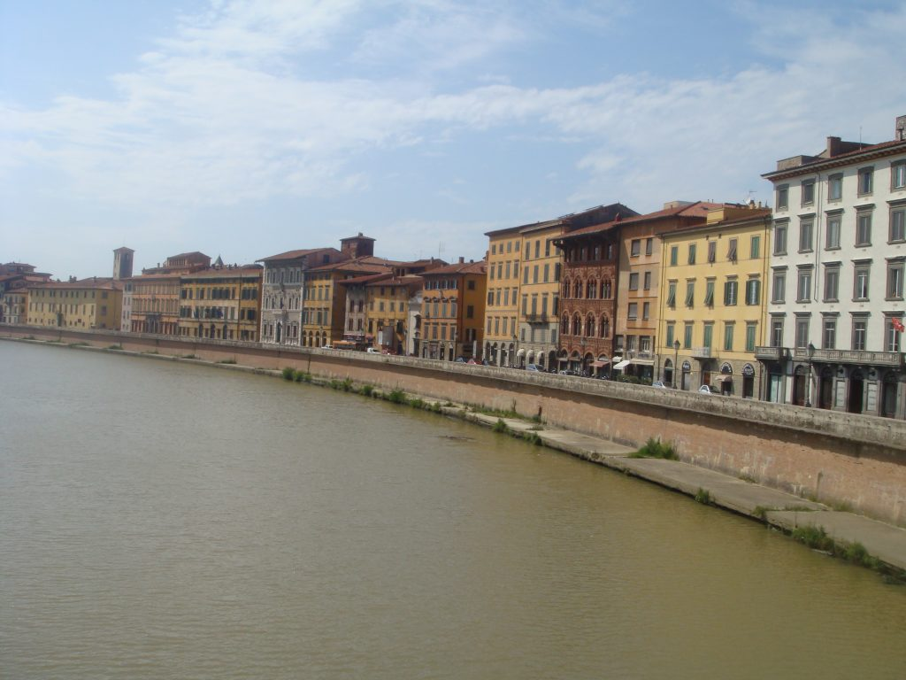 Sidewalk around Arno
